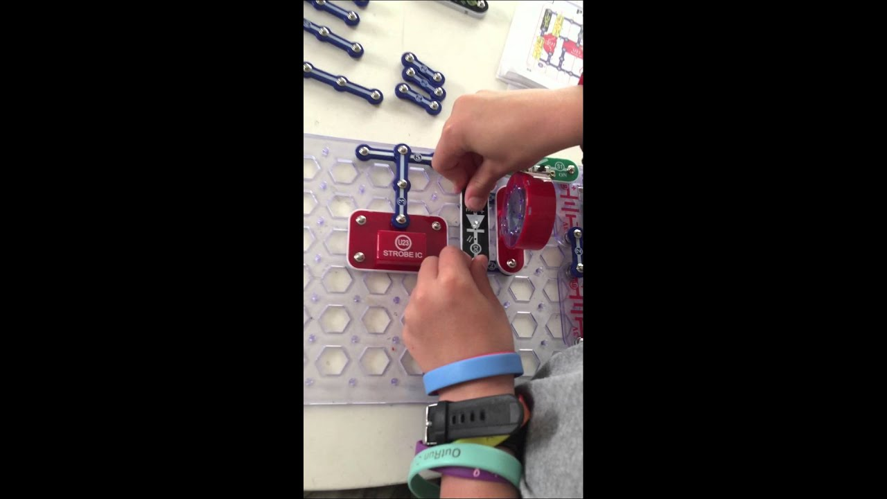 Snap Circuits Lights And Sounds Project 111 Blink Step Beep Youtube Elenco Electronics
