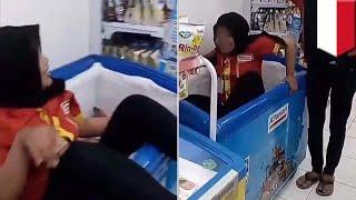 Foto Viral: Karyawan Alfamart Masuk Freezer Nugget - TomoNews