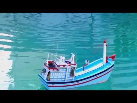 Tàu cá mô hình ( tàu kiểu Nha Trang được đóng ở Quảng Ngãi)- The Vietnam fishing trawler