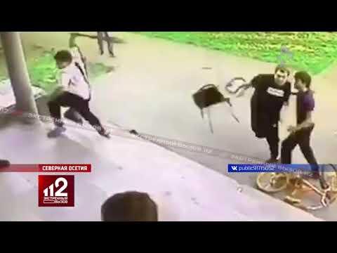 Били граблями и вилами. Массовая драка в Северной Осетии попала на видео!