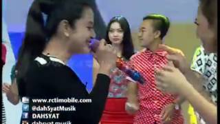 Gambar cover Dewi Persik ''Halalin Aku''