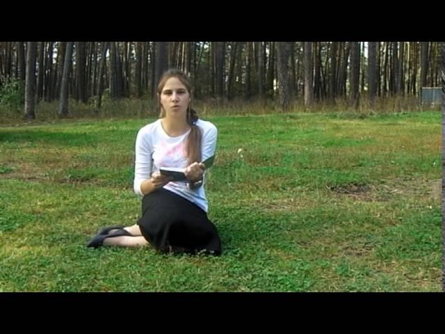 Изображение предпросмотра прочтения – МарияЛожкина читает произведение «Осыпаются астры в садах....» И.А.Бунина