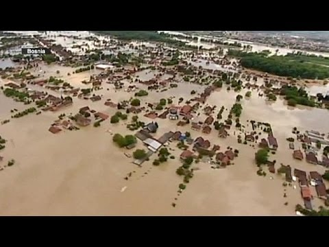 Emergency workers prepare for flood surge in Serbia