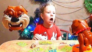 Аня играет в игру  Осторожно Злая Собака! Смотреть до конца! Очень Смешно!