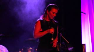 Four Walls Acoustic Live Broods