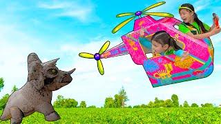 Jannie and Ellie Pretend Play Dinosaur & Animals Story   Dinosaur World Kids Adventures