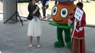 たいし聖徳市&ご当地キャラ大集合2015で、太子和みの広場に登場した『パゴちゃん』。斑鳩町キャンペーンレディを面接したらしい。