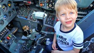 Самолеты, вертолеты,  Габриэль побывал в роли пилота(Самолеты, вертолеты, и еще много чего интересного, мы смогли посмотреть в музее авиации. Посидели в истребит..., 2016-07-27T06:54:29.000Z)