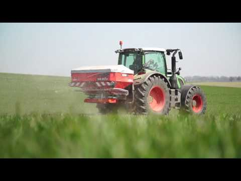 KUHN New AXIS series .2 - Fertiliser Spreaders (In action)