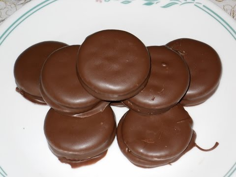 Holiday Treats: Chocolate Covered Peanut Butter & Ritz Crackers