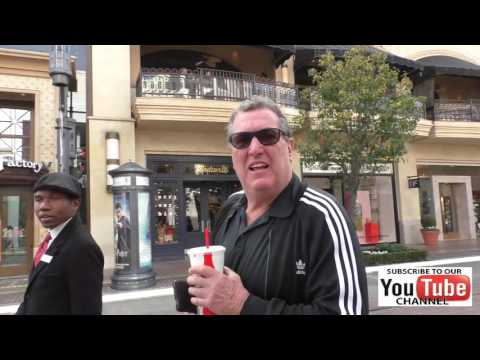 Mike Starr shopping at The Grove in Hollywood