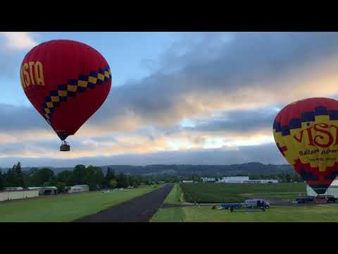 Soaring Above Oregon Wine Country : A Hot Air Balloon Ride