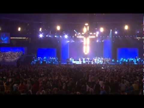 23 Awesome God (Grandioso Es Nuestro Dios) - Heaven's Rehearsal 2008