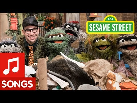 "Jack Antonoff Sings ""I Love Trash"" w/ Oscar The Grouch"
