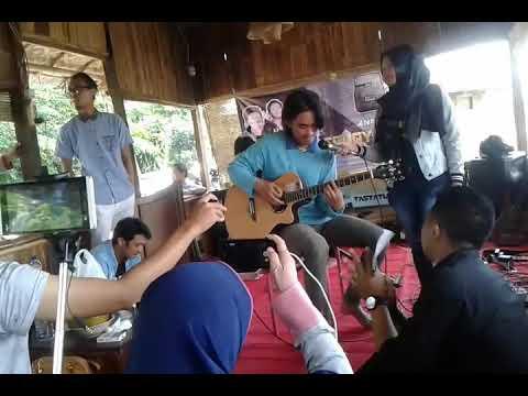 Ilham feat desy- ujian cinta ini.. (cover) ferfom aniversary Arkana band (ex SouQy)