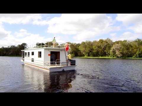 Renting a Houseboat for Your Vacation