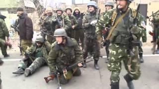 Ополченцы возвращаются из Донецкого аэропорта