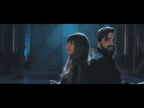 Huecco - Mirando al cielo feat. Rozalén (Official Video)