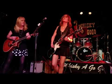 The Bangles - Walk Like an Egyptian (Whisky A Go-Go in Hollywood, CA 12/9/2016)