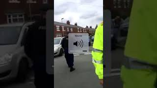 DANNY TOMMO CONFRONTS OFFICER IN CHARGE AT TOMMY ROBINSON MEP CAMPAIN IN OLDHAM