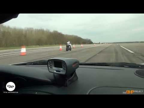 mph RACE: Nine Excellence e vs Triumph Daytona