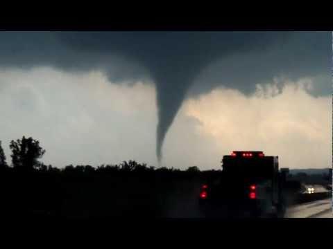 Chickasha OK Tornado May 2011 - Funnel Cloud Forming