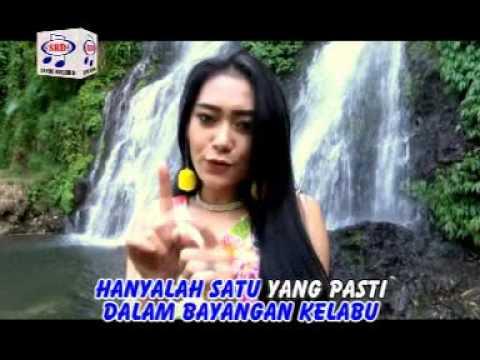 vita-alvia-dinding-pemisah-official-music-video