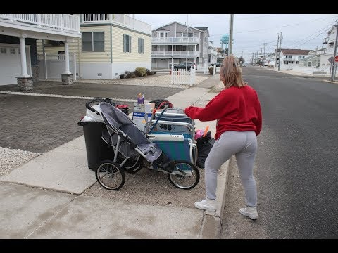 TRASH PICKING RICH BEACH TOWN AND HOARDER FORECLOSURE!