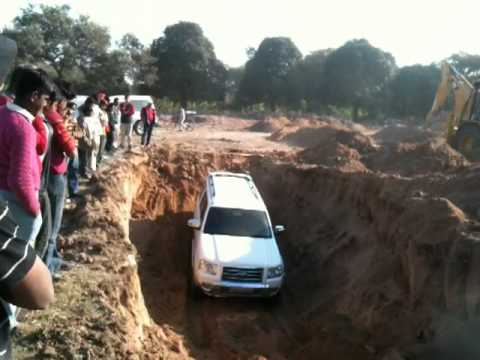 Gerrari Offroading - Ford Endeavour going into a ditch