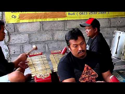 Kuda Lumping Trance Dance Music from Java, Indonesia