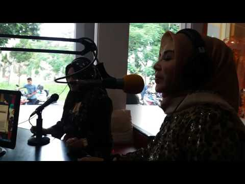 LURAH CANTIK HJ NINA HASYIM . WAWANCARA SERANG RADIO ETNIKOM ( GRUP BENS RADIO )