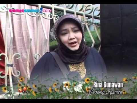 Lamaran, Ussy Sulistiawaty Libatkan WO & Ivan Gunawan