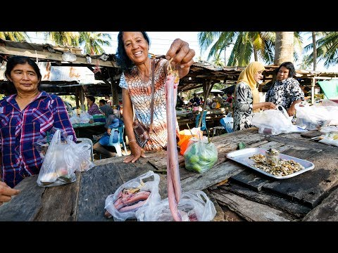 Thai Food Tour of Sichon (สิชล) – CURRY EEL and UNTOUCHED Coastal Beach Village in Thailand!