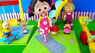Maşa Niloya Heidi Tinky Minky Kukuli ile Oyuncak Oyun Parkı seti Salıncak Kaydırak sek sek oynuyor.