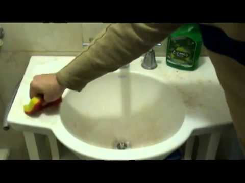 cleango-greengo---cleaning-bathroom-stains