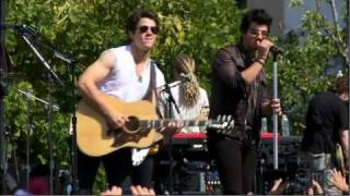 Jonas Brothers - Love Bug - Live at the Grove Full Performance HD from Cambio
