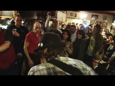 Funke and the Two Tone Baby - Bella's Kiss (Live at the Man of Kent)