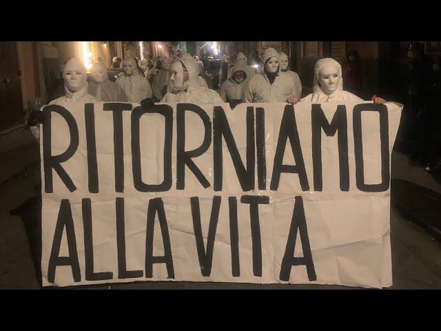 """Catania, """"Fantasmi del passato"""" manifestano contro restrizioni"""