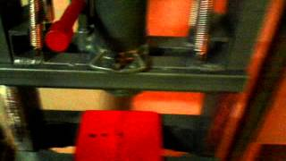 Пресс гидравлический своими руками(Самодельный пресс изготовлен из швеллеров и 12 тонного домкрата., 2015-06-25T19:00:37.000Z)