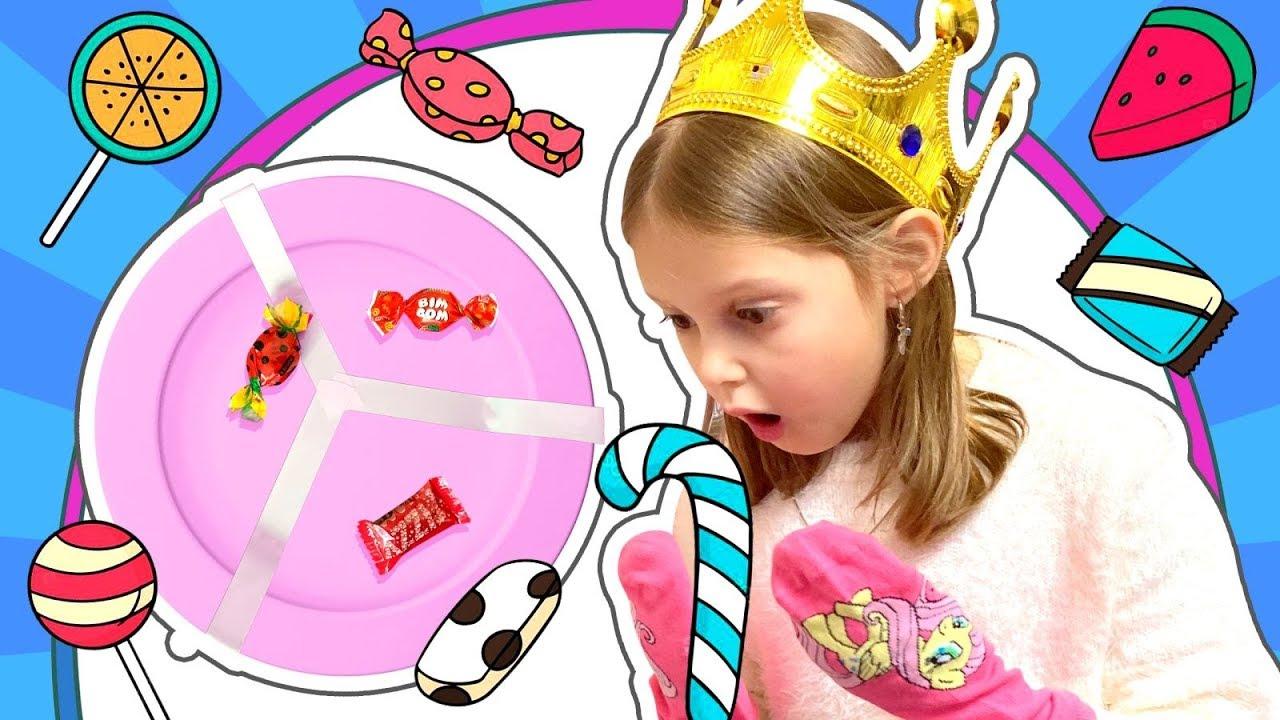 КОНФЕТНАЯ БИТВА! Мама придумала интересную игру с Конфетками! Колесо Фортуны поможет в игре!