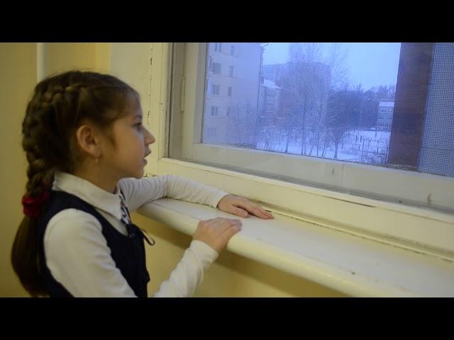 Изображение предпросмотра прочтения – ВикторияШаламова читает произведение «Я колени преклоняю перед людскою добротой» О.Посоховой