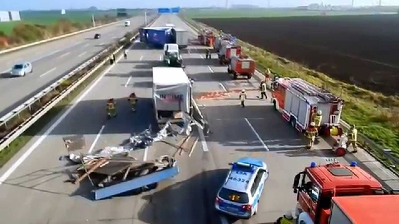 schwerer lkw unfall autobahn a2 magdeburg youtube. Black Bedroom Furniture Sets. Home Design Ideas