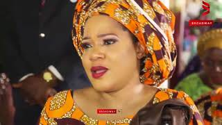 Toyin Abraham Her Mum and Family Break Down As They Bury Her Dad