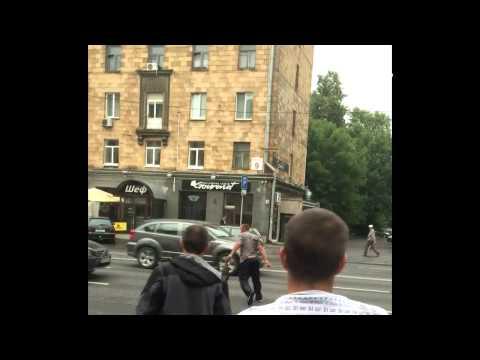 Одну женщину трахают толпой на VkusPorno.Com