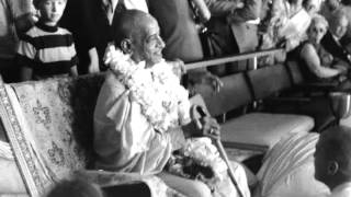 We Must Accept the Bhagavad-gita Without Interpretation, Without any Cutting - Prabhupada 1067