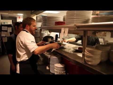Рабочий процесс на кухне ресторана