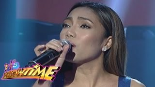 "It's Showtime: Jona sings ""Maghihintay Ako"""