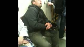 Надул в штаны в метро