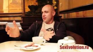 Как без проблем органзовать секс с тремя девушками
