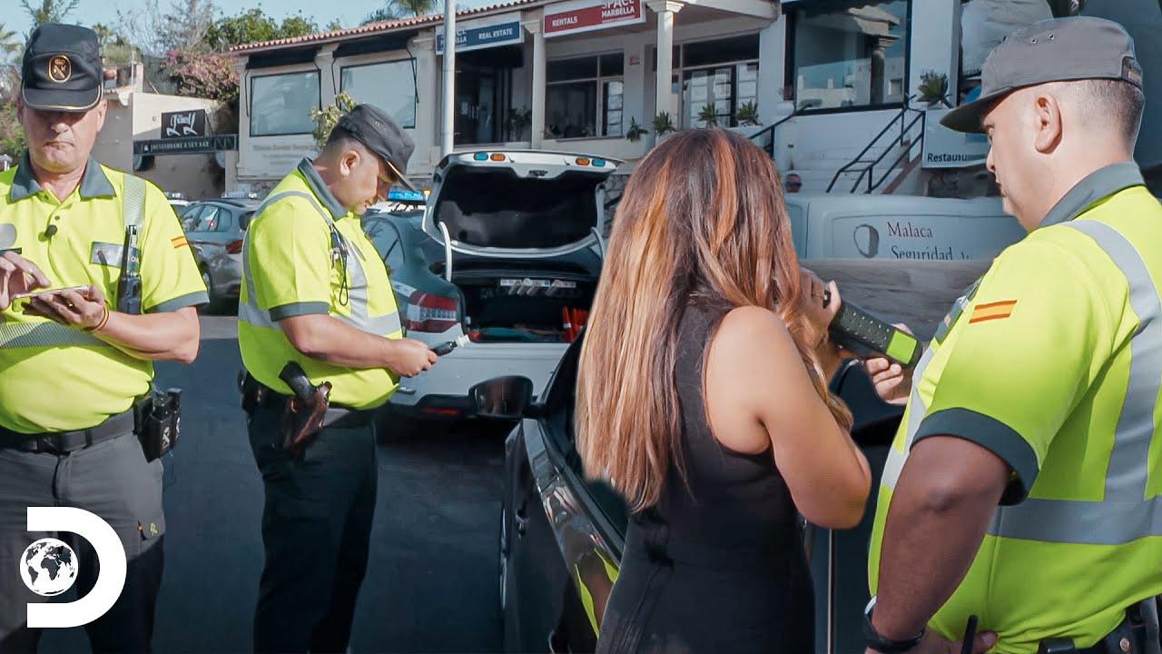 Detienen a mujer que violó límites de velocidad | Control de Carreteras | Discovery Latinoamérica